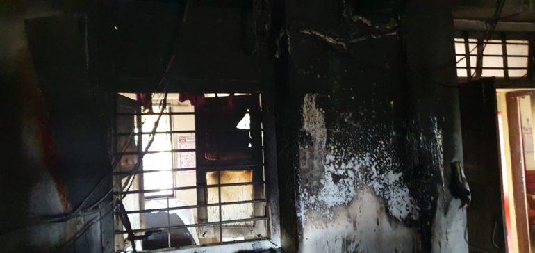 दहिवडी नगरपंचायत कार्यालयात आग ; बांधकाम विभागाची महत्वाची कागदपत्रे जळून खाक