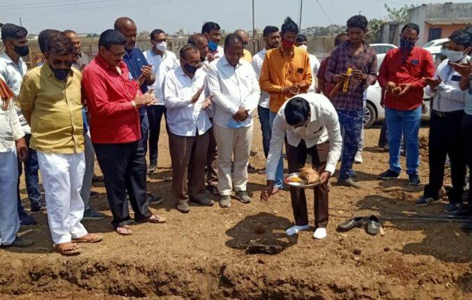 राजस्थान, मुंबई, पुण्यानंतर पिंपळगाव बसवंत येथे होणार कबुतरखाना ; व्यापा-यांच्या चर्चेनंतर लगेच भूमिपूजन