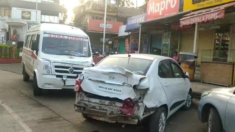 पाचगणीतील छत्रपती शिवाजी महाराज चौकात आज पहाटे अँब्युलन्सची चार गाड्यांना धडक ; गाड्यांचे मोठे नुकसान