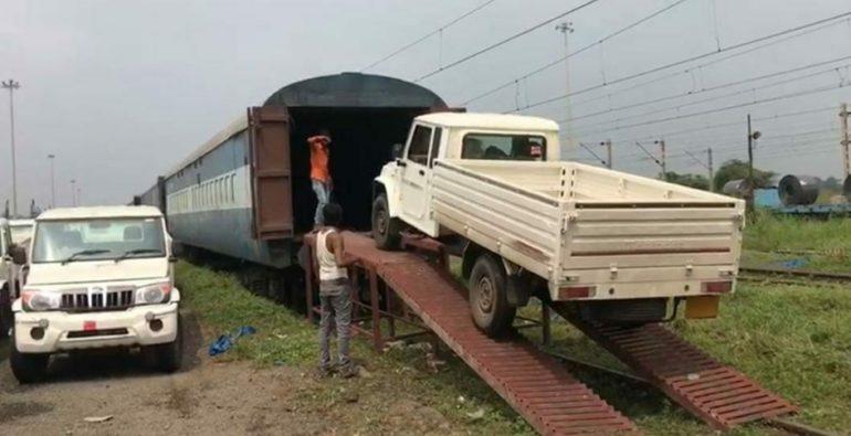 रेल्वेच्या मदतीने ऑटाेमाेबाईलची भरारी ; चालू आर्थिक वर्षात विक्रमी वाहतूक