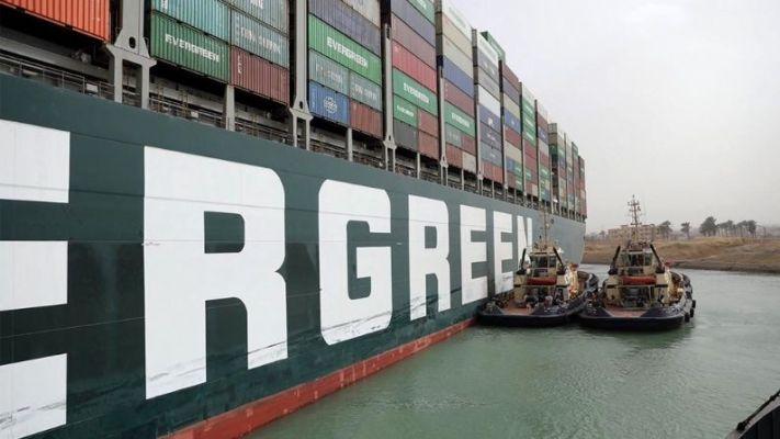 अखेर हटवलं! महाकाय 'एव्हर गिव्हन' जहाज काढण्यात यश ; सुएझ कालव्याने घेतला मोकळा श्वास!