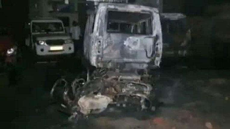 भरधाव ट्रक घुसला मिठाईच्या दुकानात, चिरडले गेले १६ जण, होळीदिवशी रंगाचा बेरंग