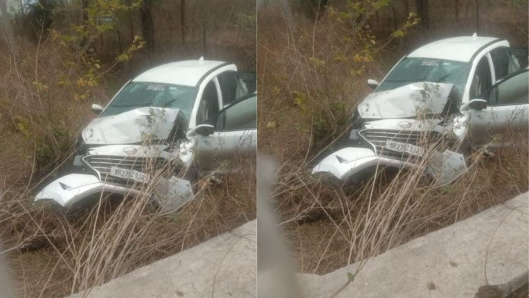 कार झाडावर धडकल्याने पाच जखमी; सुदैवाने मोठा अपघात टळला