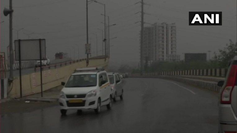दिल्लीत ढगांची दाटी, वादळी वाऱ्यासह कोसळणार गारांचा पाऊस