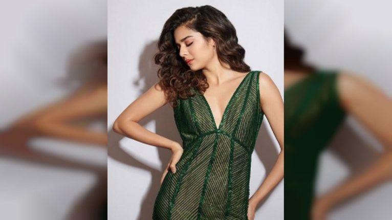 हिरव्या रंगात अधिकच बोल्ड दिसली मिथिला, पण ड्रेस बघताचा नेटकऱ्यांची मात्र सटकली दिल्या अशा कमेंट्स..