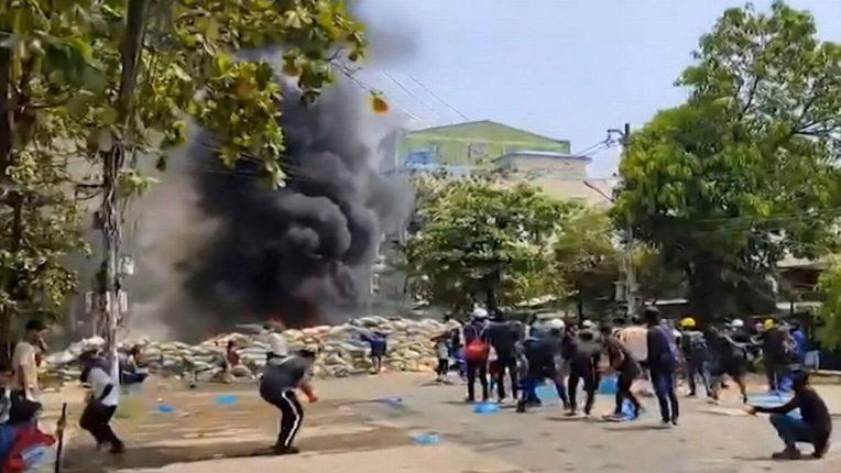 म्यानमारमध्ये खुनी दिवस, लष्कर दिनी सुरक्षादल आणि सत्तापालटाला विरोध करणाऱ्या आंदोलनकर्त्यांत चकमक, ९१ जणांचा मृत्यू