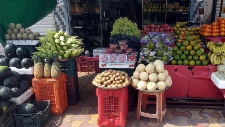 बाजारात खरबूज, टरबूज, आंबे, द्राक्षांना मागणी; स्ट्राबेरीलाही ग्राहकांची पसंती