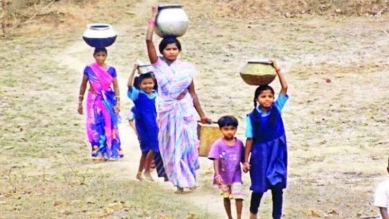 पाण्यासाठी महिलांची पायपीट; नळ योजना दहा वर्षांपासून बंद