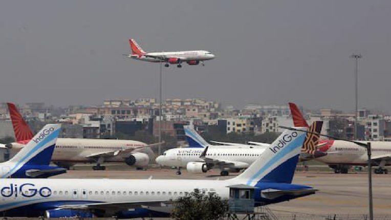 देशांतर्गत उड्डाणांच्या भाड्यात वाढ, केंद्र सरकारकडून सामान्य जनतेला मोठा झटका