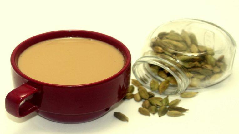 वेलचीचा चहा प्यायल्याने रक्तातील साखर होणार कमी; मधुमेहात ठरतोय गुणकारी
