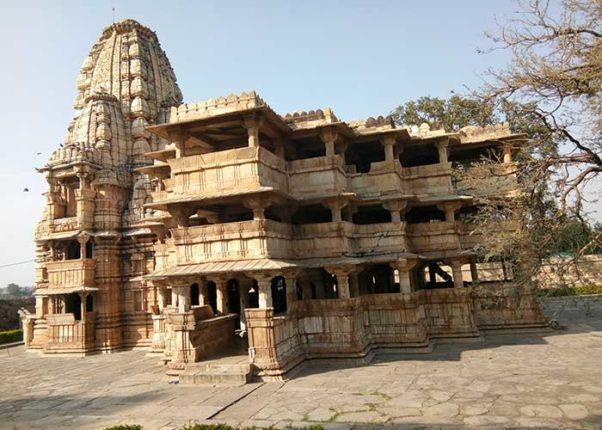 Three storey magnificent temple was built in one night ... The ancient Devsomnath temple in Rajasthan also puzzled science