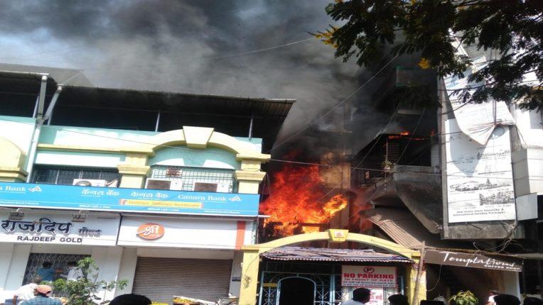 डोंबिवलीमध्ये बंद घरातील लाकडी वस्तूंना भीषण आग, वस्तू पूर्णपणे जळून खाक