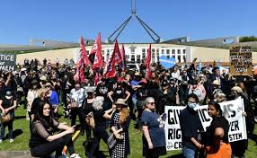 संसदेतील अश्लिल कृत्यांचे फोटो, व्हिडीओ लीक झाल्याने ऑस्टेलियातील लोक उतरले रस्त्यावर