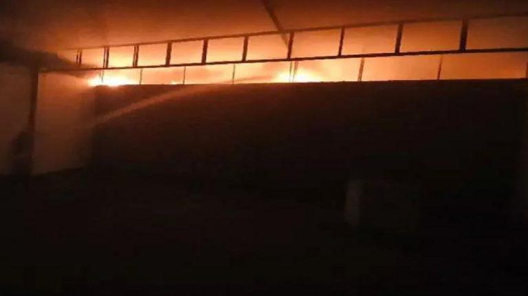 गाझियाबादमध्ये PPE किट बनविणाऱ्या कंपनीला भीषण आग; १४ जण जखमी