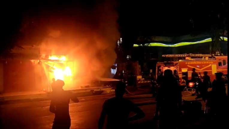 ऐरोलीत एटीएम ला भीषण आग; एटीएम मशीन, कॅश डिपॉझिट मशीन जळाल्यामुळे मोठे नुकसान
