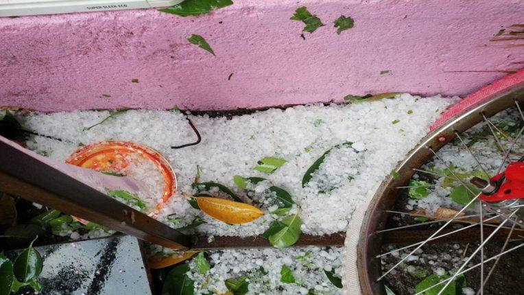 Heavy hailstorm in Jalgaon; Great loss to farmers