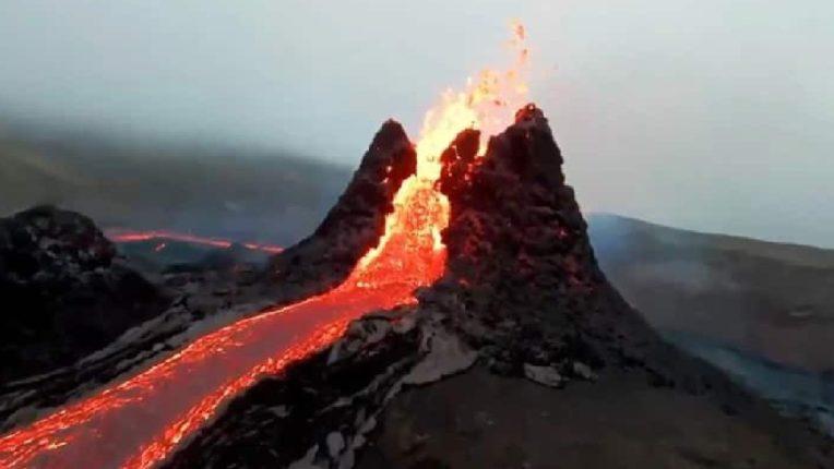 मृत ज्वालामुखीचा पुन्हा एकदा उद्रेक; ८०० वर्षांपूर्वींचा धगधगता लाव्हा ; लोकांना सतर्क राहण्याचा इशारा
