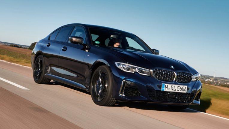 BMW ने भारतात सादर केली 'ही' कार; किंमत ऐकूनच डोक्याचं होईल भजं