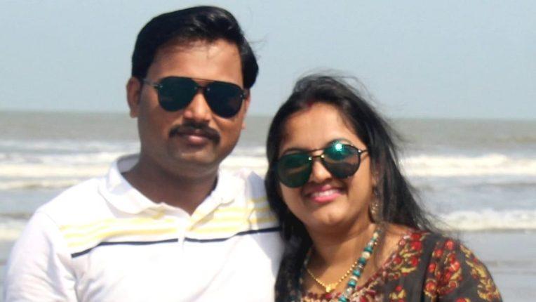 श्रीनिवास रेड्डीच्या बचावासाठी निवेदन घेऊन आलेल्या महिला निवेदनकर्त्यांची खासदार नवनीत राणांनी केली कान उघडणी