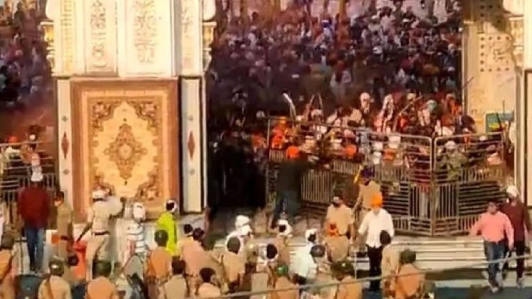 नांदेडमधील 'हल्ला मोहल्ला' कार्यक्रमात मिरवणूक काढू न दिल्याने पोलिसांवर हल्ला, ८ जण जखमी