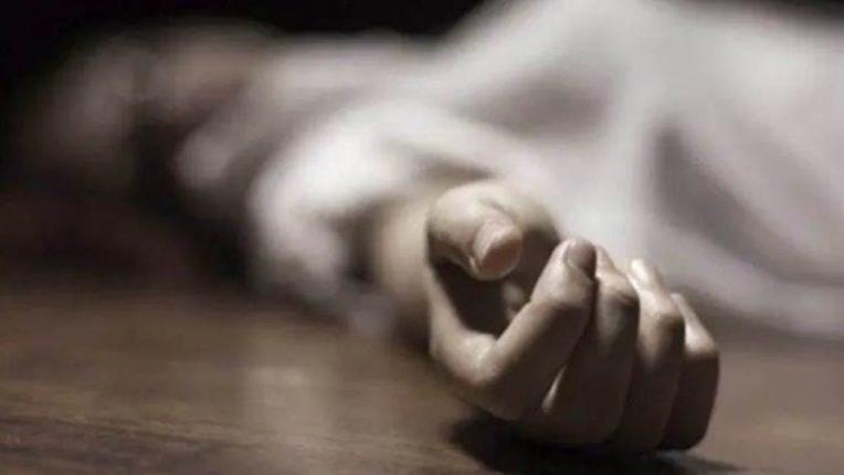 कोरोना बाधिताची रुग्णालयातच आत्महत्या; ऑक्सिजनचा पाईप पंख्याला बांधून घेतला गळफास
