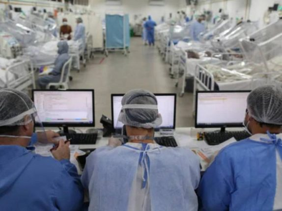 ब्राझीलमध्ये कोरोनाची परिस्थिती पूर्णपणे हाताबाहेर !ICU बेड संपले, रुग्णांवर खुर्च्यांवर बसवून उपचार घेण्याची वेळ