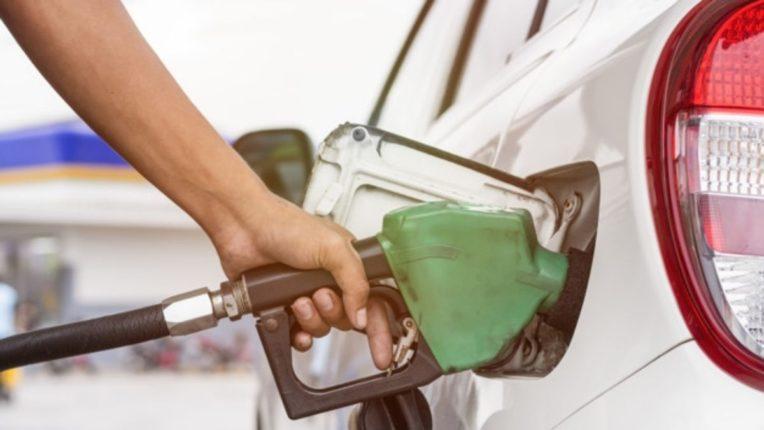 पेट्रोल डिझेलच्या मागणीत घट, लॉकडाऊनमुळे अनेक व्यवसाय ठप्प, वाहतूक आणि पर्यटन व्यवसायाला फटका