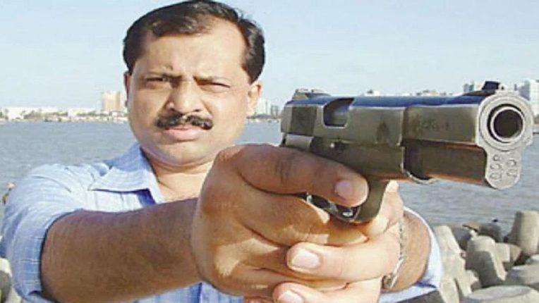 दिल्लीहून एनआयएचे तीन बडे अधिकारी मुंबईत; चौकशीत वाझेंनी दिली धक्कादायक कबुली?