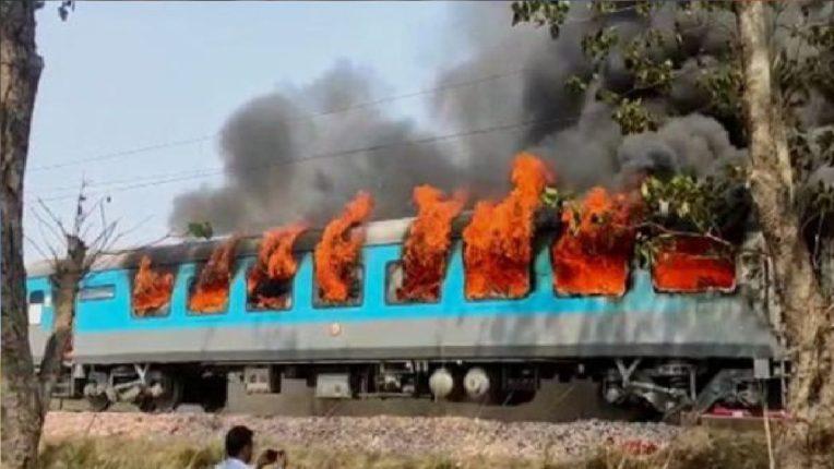 देहरादून-दिल्ली शताब्दी एक्सप्रेसच्या डब्याला आग, अग्निशमन दलाच्या गाड्या घटनास्थळी दाखल; प्रवाशांची उडाली तारांबळ