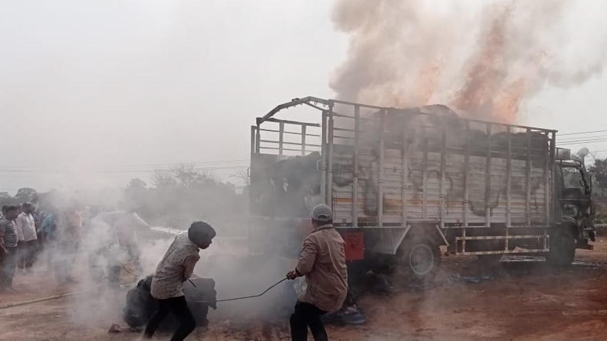 truck fire in mangav