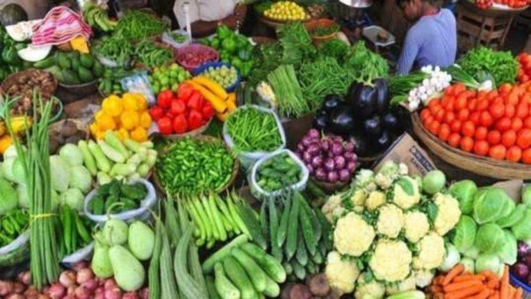 भाज्यांना कवडीमोल दर; वाहतूक खर्च आणि मजुरांची मजुरीही निघेना !