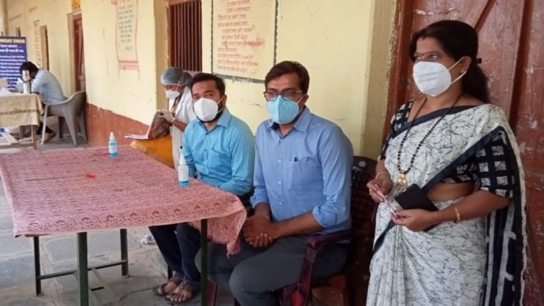 कोरोनाच्या संकटकाळात डॉ. अशोक भैय्या रुग्णासाठी देवदूत; गावागावात ऑक्सीमीटर तसेच नि:शुल्क आरोग्य सल्ला