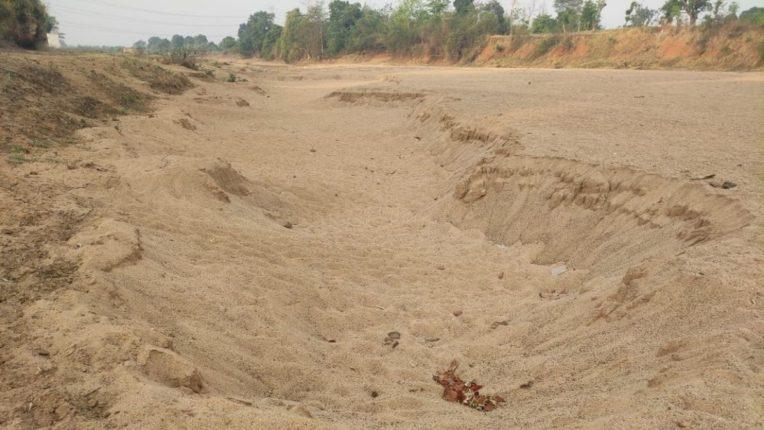 चुलबंद नदीच्या घाटातून वाळूचा अवैध उपसा जोमात; महसूल विभागाचे दुर्लक्ष : दररोज लाखोंचा महसूल पाण्यात