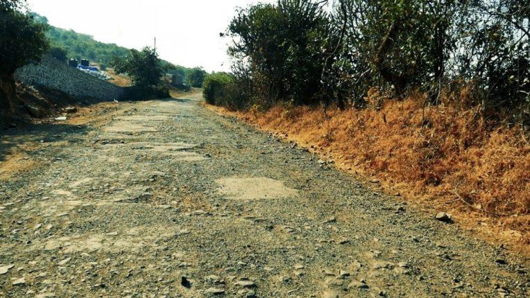 पारडी-मुरमाडी-मानेगाव रस्ते खराब; रस्त्यावरील डांबरीकरण उखडले