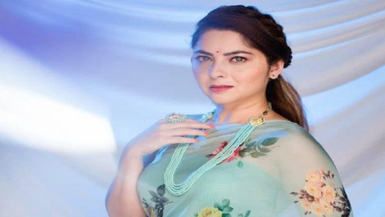 अभिनेत्री सोनाली कुलकर्णीच्या वडिलांवर चाकू हल्ला, निगडी पोलिसांत तक्रार दाखल