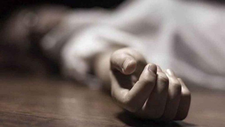 कोरोना संसर्ग झालेल्या आईच्या मृत्यूचा धक्का सहन न झाल्याने मुलीची सॅनिटायझर पिऊन आत्महत्या