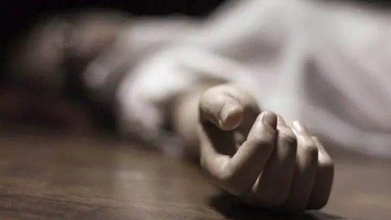 पतीचे कोरोनामुळे निधन झाल्यानंतर पत्नीला बसला जबर धक्का, गळफास घेऊन केली आत्महत्या – घटना समजताच पाणावले अनेकांचे डोळे