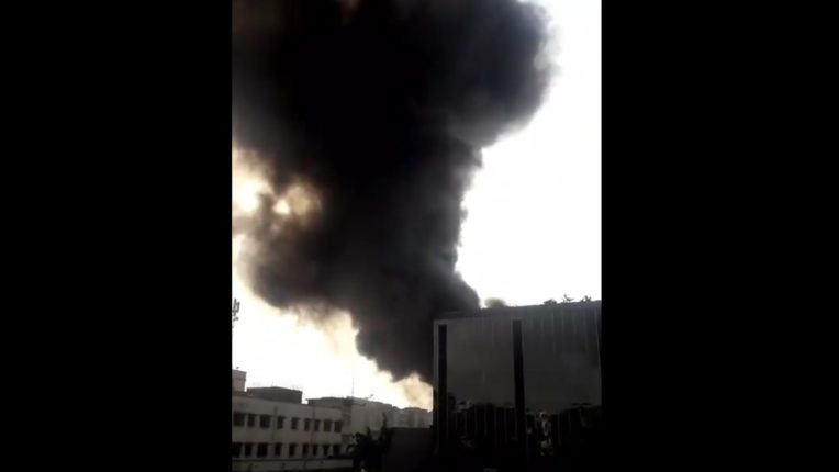 Fierce fire on Kurla CST Road; Citizens are frightened by the huge plume of smoke