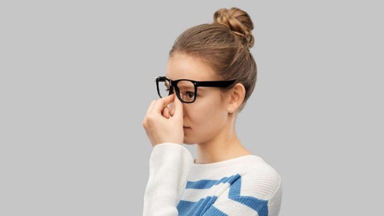 चष्मा लावून-लावून नाकावर व्रण पडले आहेत?असे करा दूर, जाणून घ्या घरगुती उपाय आणि व्हा निश्चिंत