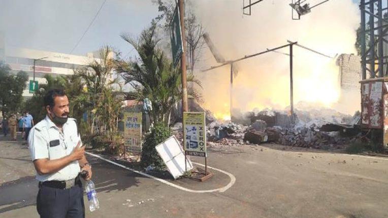 रविवारी सकाळी देखील धुमसत होती फटाक्याची दारू बनविणाऱ्या कारखान्यात लागलेली आग