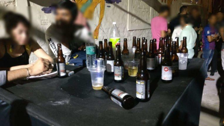 लॉकडाऊनला फाट्यावर मारत पुण्यातील फार्महाऊसवर पार्टी देहविक्रीसह, विदेशी मद्याची रेलचेल ; पोलिसांनी केली कारवाई