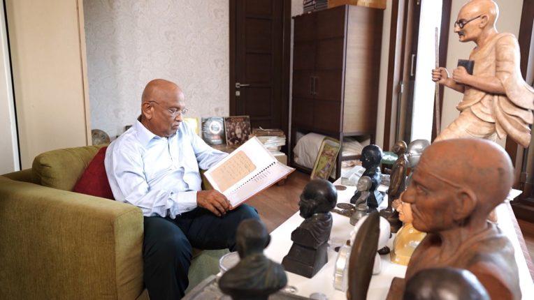 OMG! Yeh Mera India, भेटा ७६ वर्षांच्या अशा एका मुंबईकराला, ज्यांच्याकडे आहे खजिना!