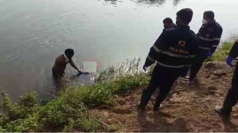 One body after another floated in the canal in Pune; Police pulled out two bodies