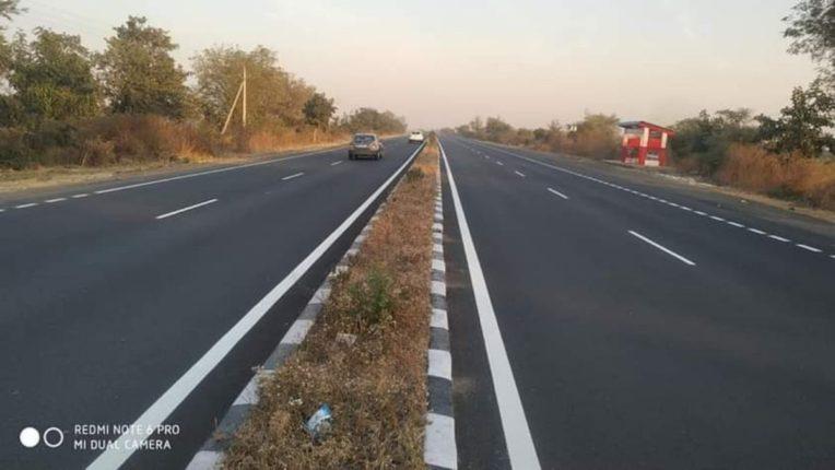 महामार्गावरील दुभाजक वृक्षारोपणाच्या प्रतीक्षेत; रेडियम पेंट लावण्यात न आल्याने अपघात वाढले