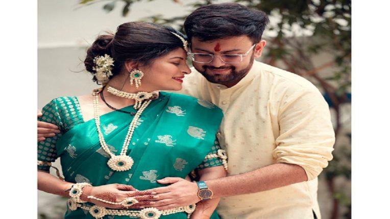 गायिका सावनी रवींद्रने दिली गुड न्यूज, बेबी बंपबरोबर फोटो शेअर करत सांगितलं खास सिक्रेट!