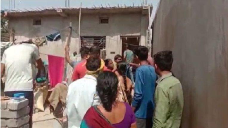 'दारू विकाल तर घरात घुसून मारू', अवैध दारूविक्रेत्याच्या घरावर हल्लाबोल ; VIDEO व्हायरल…