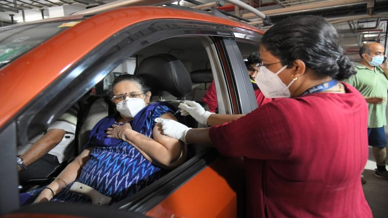 'Drive in' vaccine in Mumbai; The first center in the country started in Dadar; Doses given to passengers in 250 vehicles in the parking lot