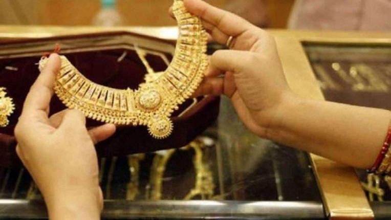 दोन दिवसांत सोनं एक हजार रुपयांनी स्वस्त, चांदीचाही भाव घसरला ; जाणून घ्या