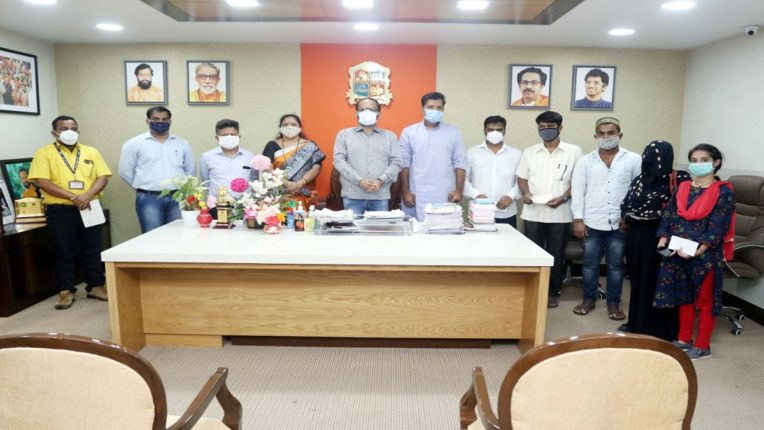 Fire at Prime Criticare Hospital in Mumbra; Five lakh assistance check handed over to the relatives of the deceased in the accident