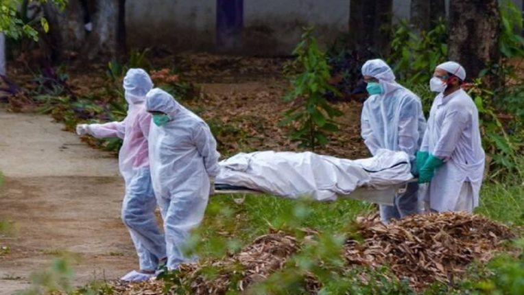 देशात कोविड- १९ बाधितांच्या संख्येत घट ; मात्र संक्रमित रुग्णांच्या मृत्यूमध्ये वाढ